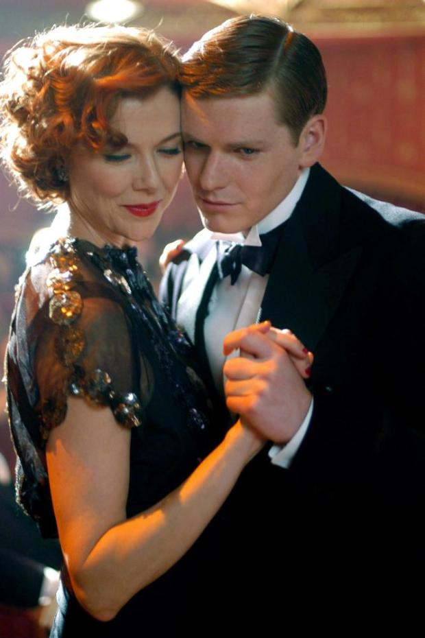 BEING JULIA, Annette Bening, Shaun Evans, 2004, (c) Sony Pictures Classics