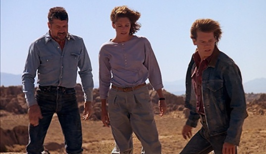 tremors-1990-val-earl-rhonda-finn-carter-kevin-bacon-burt-ward-cast-review