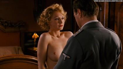 halina-reijn-zwartboek-celebrity-sex-bush-hot-posing-hot-nude-topless-1