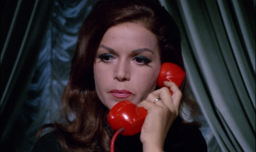 blood-and-blace-lace-eva-bartok-red-telephone