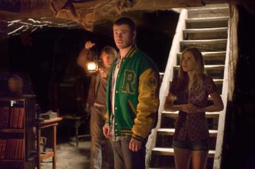 cabin-in-the-woods-movie-image-fran-kranz-chris-hemsworth-anna-hutchinson