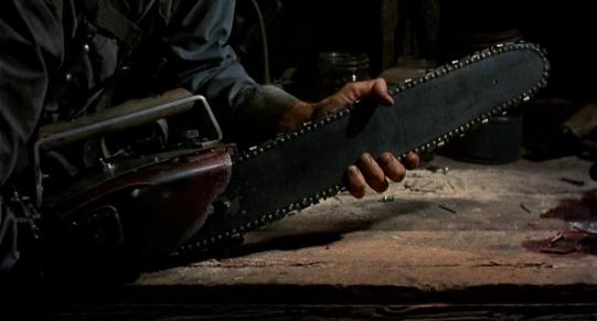 evildead2-87-chainsaw