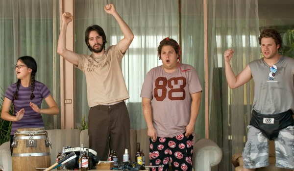 (L to R) Slackers Jodi (CHARLYNE YI), Martin (MARTIN STARR), Jonah (JONAH HILL) and Ben (SETH ROGEN) in ?Knocked Up?, a comedy about the best thing that will ever ruin your best-laid plans: parenthood.