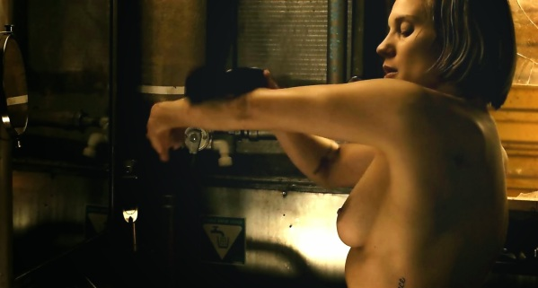 el-erograma-katee-sackhoff-en-riddick-desnudos-de-cine-3