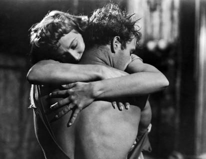 Vivien-Leigh-and-Marlon-Brando-in-A-Streetcar-Named-Desire-1951