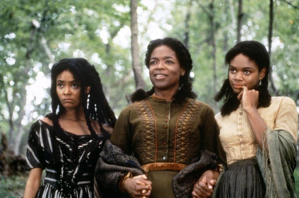 Prod DB © Touchstone / DR BELOVED de Jonathan Demme 1998 USA avec Thandie Newton, Oprah Winfrey et Kimberly Elise mere et fille, tenir par la main d'aprs le roman Toni Morrison